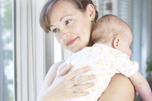 Как остановить икоту у ребенка?