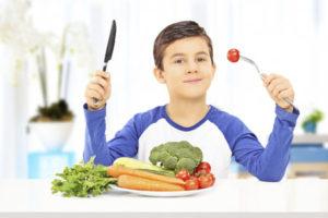Новый способ приучить малыша есть фрукты и овощи